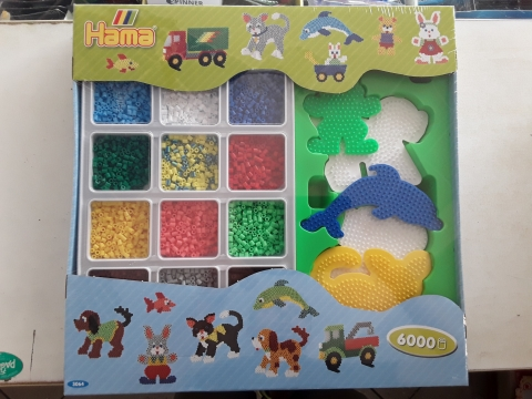 Hama set 12 colori diversi e 5 figure