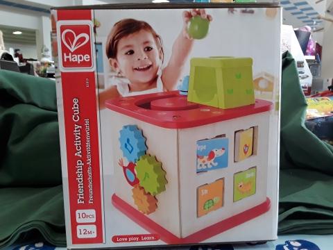 Il cubo multiattivita  include 5 diverse superfici di gioco